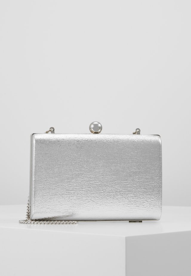 BALL CLASP BOX  - Kuvertväska - silver