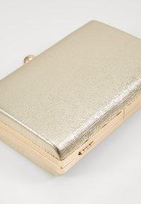 Dorothy Perkins - BOX - Clutch - gold - 5