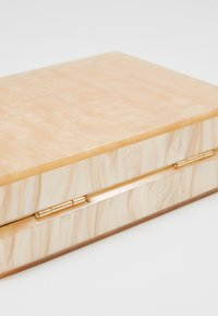 Dorothy Perkins - NUDE MARBLE BOX CLUTCH - Clutch - nude - 5