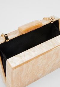 Dorothy Perkins - NUDE MARBLE BOX CLUTCH - Clutch - nude - 3