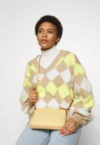 Dorothy Perkins - ZIP TOP CROSS BODY - Across body bag - lemon - 1