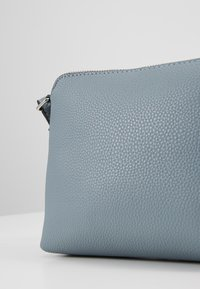 Dorothy Perkins - ZIP TOP CROSS BODY - Borsa a tracolla - pale blue - 5