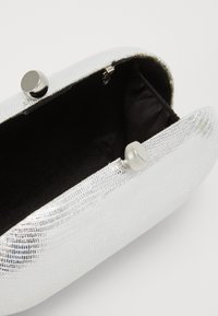 Dorothy Perkins - ROUNDED SNAKE BOX CLUTCH - Clutch - silver - 3