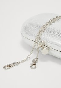 Dorothy Perkins - ROUNDED SNAKE BOX CLUTCH - Clutch - silver - 5