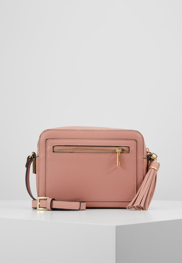CAMERA CROSS BODY - Axelremsväska - blush