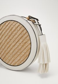 Dorothy Perkins - MIX CIRCLE CROSS BODY - Torba na ramię - nude - 2