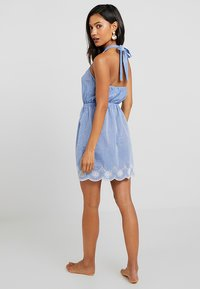 Dorothy Perkins - BRODERY DRESS - Complementos de playa - chambray - 2