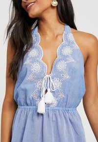Dorothy Perkins - BRODERY DRESS - Complementos de playa - chambray - 5