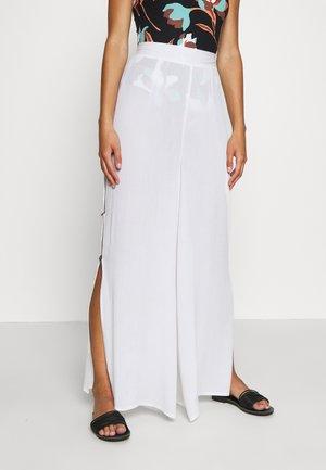 COCONUT BOTTON SIDE SPLIT TROUSER - Beach accessory - white