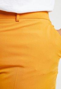 Dorothy Perkins Curve - ELASTIC BACK WAISTBAND GRAZER - Kalhoty - mango - 4