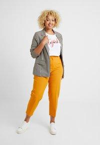 Dorothy Perkins Curve - ELASTIC BACK WAISTBAND GRAZER - Kalhoty - mango - 1