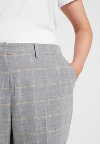Dorothy Perkins Curve - ELASTIC BACK ANKLE GRAZER - Kalhoty - grey - 4