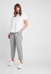 Dorothy Perkins Curve - ELASTIC BACK ANKLE GRAZER - Kalhoty - grey - 1