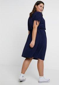 Dorothy Perkins Curve - BUTTON DOWN MIDI DRESS - Jersey dress - navy blue - 2
