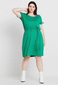 Dorothy Perkins Curve - BUTTON DOWN MIDI DRESS - Jersey dress - green - 1