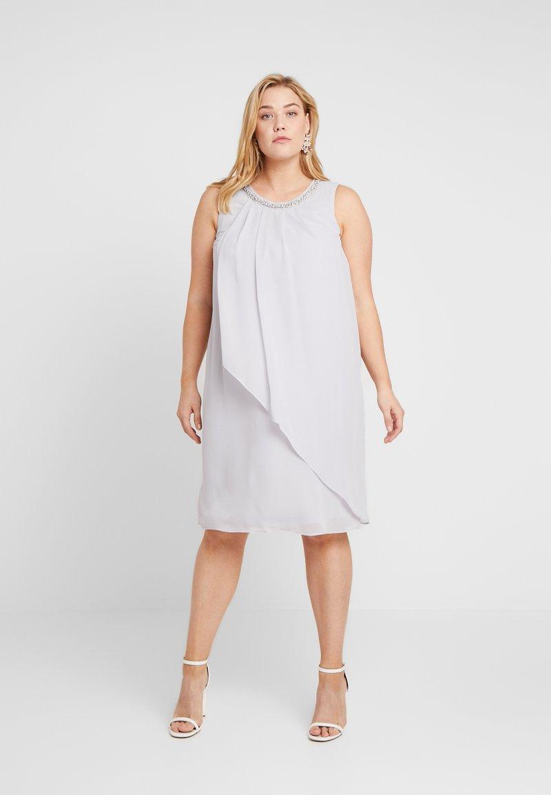 Dorothy Perkins Curve - BILLIE AND BLOSSOM EMBELLISHED TRAPEZE DRESS - Cocktailkjole - light grey