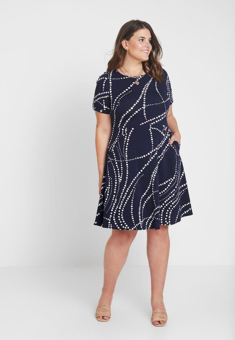 Dorothy Perkins Curve - SHORT SLEEVE DAISY CHAIN PRINT FIT FLOW DRESS - Jerseykleid - navy