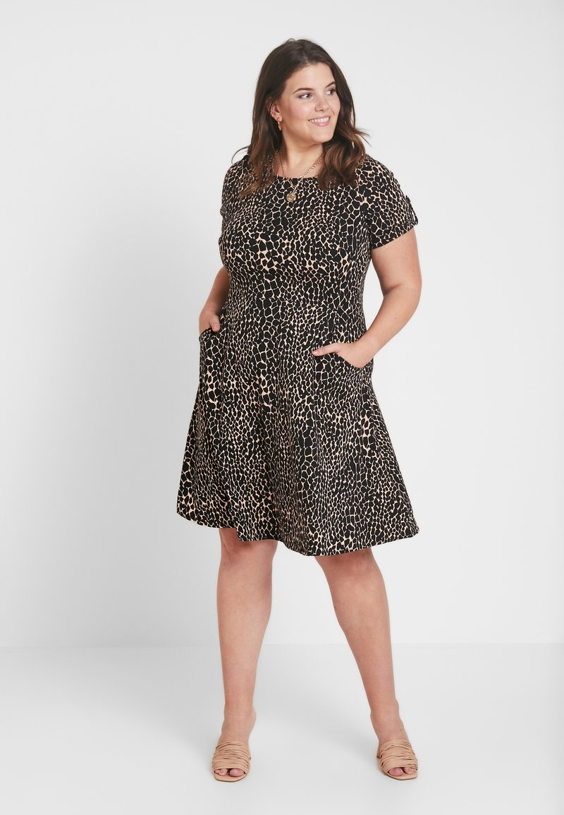 Dorothy Perkins Curve - GIRAFFE DRESS - Jerseykleid - black