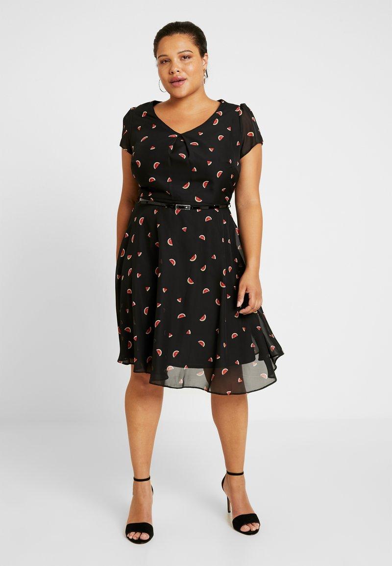 Dorothy Perkins Curve - BILLIE AND BLOSSOM WATERMELON DRESS - Denní šaty - black