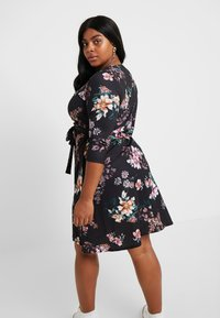 Dorothy Perkins Curve - WRAP DRESS FLORAL - Jerseykjoler - black - 3