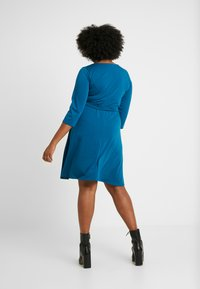 Dorothy Perkins Curve - WRAP DRESS SLEEVE - Vestido ligero - teal - 2