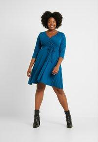 Dorothy Perkins Curve - WRAP DRESS SLEEVE - Vestido ligero - teal - 1