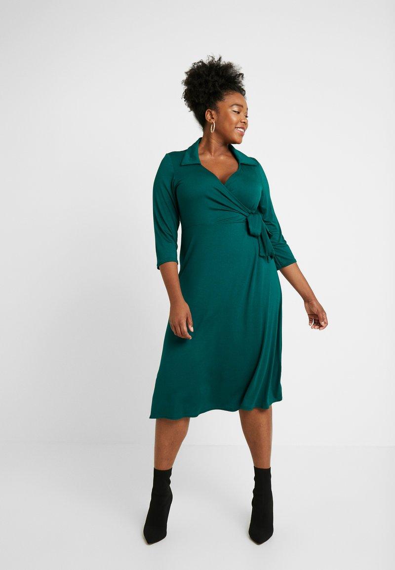 Dorothy Perkins Curve - OPEN COLLAR DRESS - Jerseykjoler - forest green