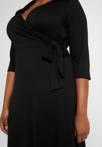 Dorothy Perkins Curve - OPEN COLLAR DRESS - Sukienka z dżerseju - black - 6