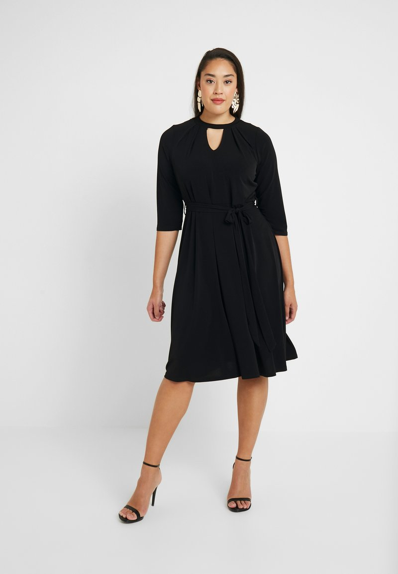 Dorothy Perkins Curve - PLEAT NECK 3/4 SLEEVE DRESS - Žerzejové šaty - black