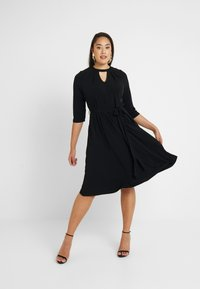 Dorothy Perkins Curve - PLEAT NECK 3/4 SLEEVE DRESS - Žerzejové šaty - black - 1