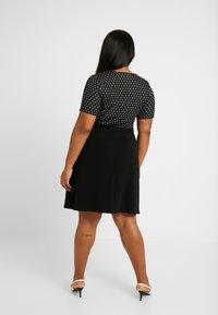 Dorothy Perkins Curve - SPOT CHECK DRESS - Jerseykjole - black - 3