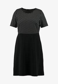 Dorothy Perkins Curve - SPOT CHECK DRESS - Jerseykjole - black - 5