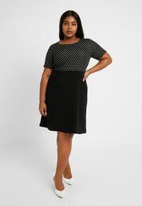 Dorothy Perkins Curve - SPOT CHECK DRESS - Jerseykjole - black - 0