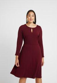 Dorothy Perkins Curve - Vestido informal - red - 0