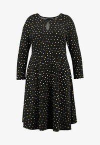 Dorothy Perkins Curve - SPOT KEYHOLE DRESS - Jerseykjole - black - 4