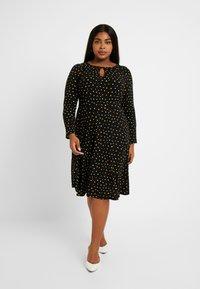Dorothy Perkins Curve - SPOT KEYHOLE DRESS - Jerseykjole - black - 0