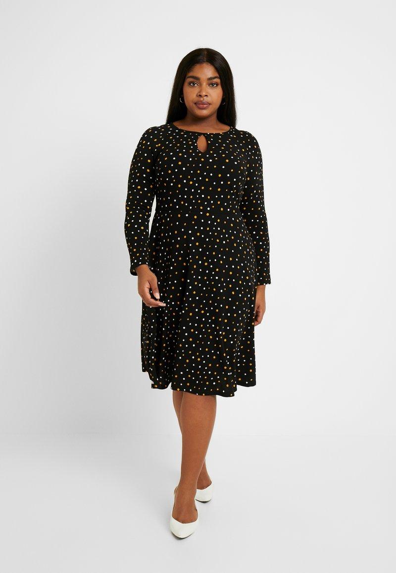 Dorothy Perkins Curve - SPOT KEYHOLE DRESS - Jerseykjole - black