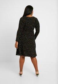 Dorothy Perkins Curve - SPOT KEYHOLE DRESS - Jerseykjole - black - 3
