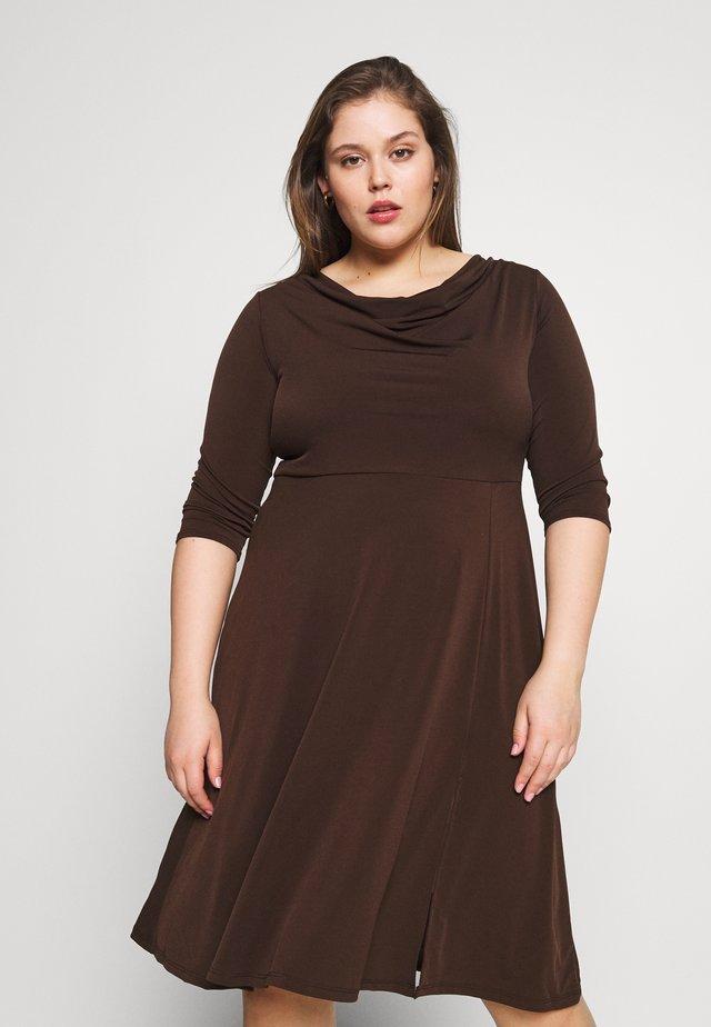 Jerseyklänning - brown