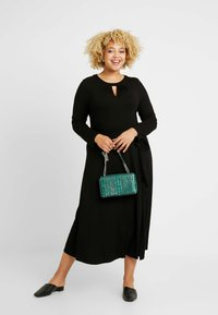 Dorothy Perkins Curve - KEYHOLE MIDI DRESS - Jerseykjole - black - 2