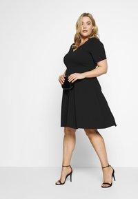 Dorothy Perkins Curve - V NECK DRESS - Robe en jersey - black - 1