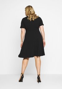 Dorothy Perkins Curve - V NECK DRESS - Robe en jersey - black - 0