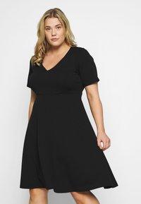 Dorothy Perkins Curve - V NECK DRESS - Žerzejové šaty - black - 2