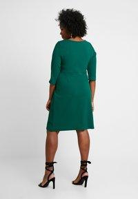 Dorothy Perkins Curve - EMPIRE WAIST BODY CON DRESS - Žerzejové šaty - green - 2