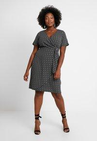 Dorothy Perkins Curve - GEO PRINT SHORT SLEEVE RING WRAP - Vestido ligero - black - 0