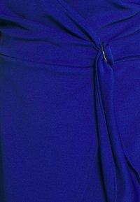 Dorothy Perkins Curve - SHORT SLEEVE D-RING WRAP - Vestido de tubo - cobalt - 5