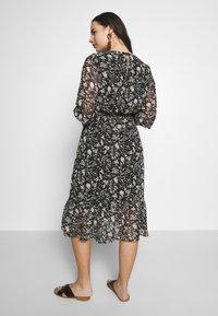 Dorothy Perkins Curve - CURVE MONO FLORAL MIDAXI DRESS - Denní šaty - multicoloured - 2