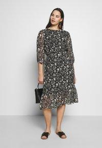 Dorothy Perkins Curve - CURVE MONO FLORAL MIDAXI DRESS - Denní šaty - multicoloured - 1