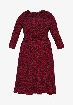 BAND WAIST PRINT DRESS - Žerzejové šaty - red