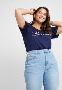 Dorothy Perkins Curve - BAHAMAS MOTIF TEE - Print T-shirt - navy - 0